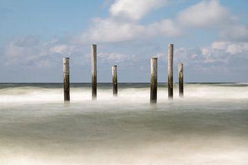 Poteaux dans la mer