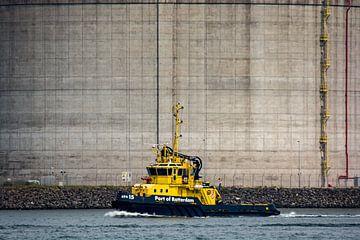 Hafenkontrolle an der Maasvlakte. von Scheepskijker_Havenfotografie