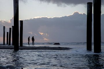Zonsondergang aan zee (4) van Rob vlierd van de