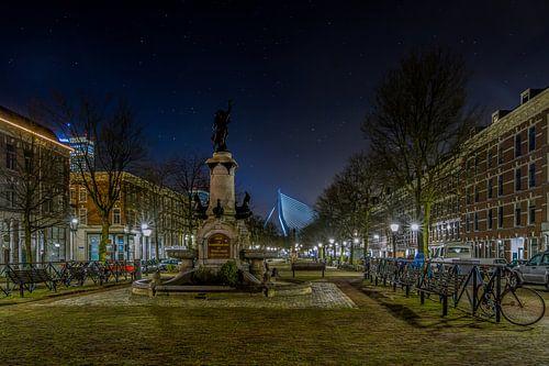 De Wilhelminafontein op het Noordereiland in Rotterdam in de nacht
