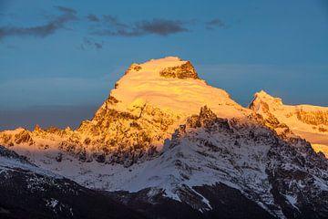 Berglandschaft mit Gletschern bei Sonnenaufgang von Chris Stenger
