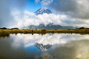 Taranaki, Framed reflection van