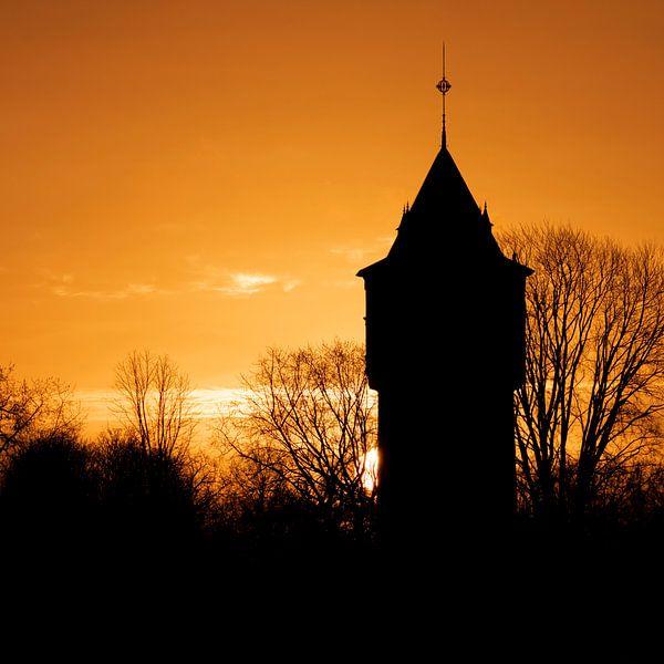 Wasserturm in der Morgensonne von Breda von Marco Diks