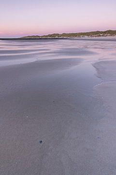 Strand Vlieland bei Sonnenuntergang von Sander Groenendijk