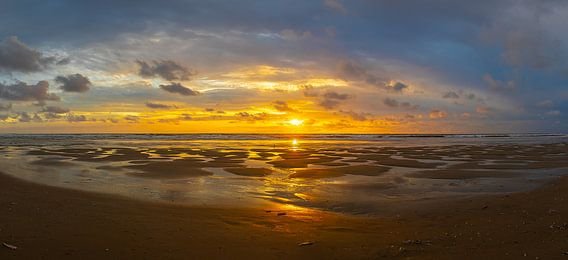 Zonsondergang bij de Slufter, Texel, Nederland van Patrick van Oostrom