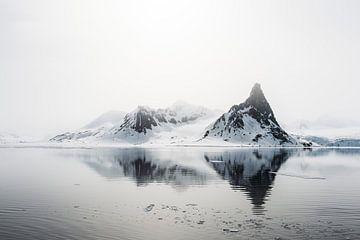 Des montagnes pointues émergent de la brume sur Gerry van Roosmalen