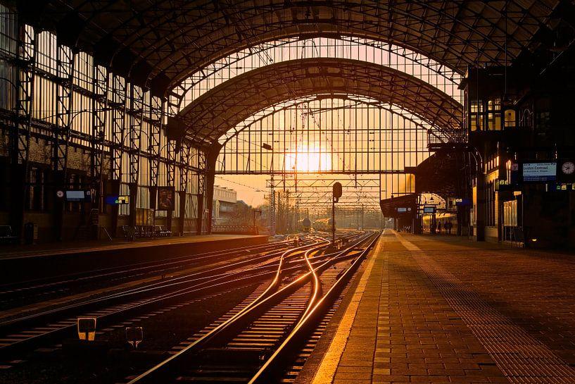 Zonsondergang station Haarlem van Anton de Zeeuw