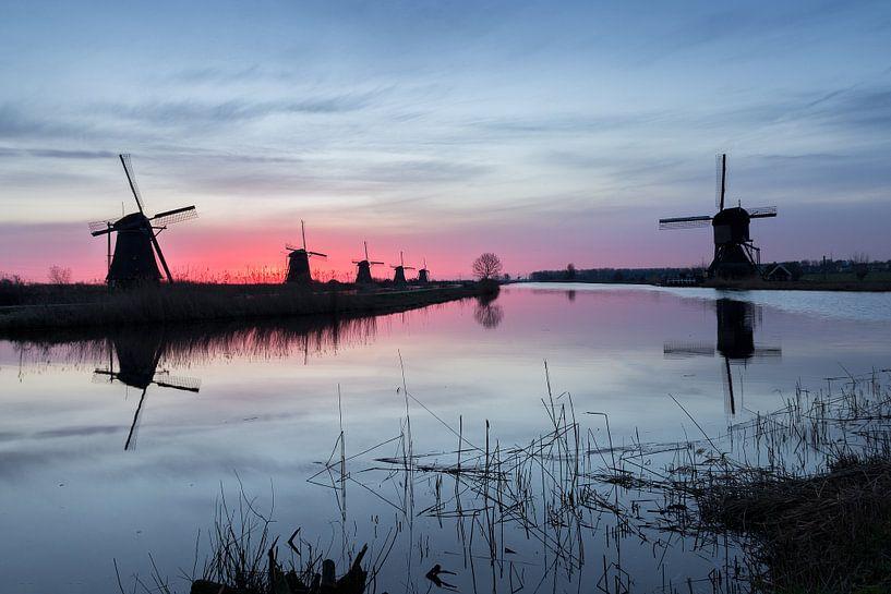 Molens Kinderdijk bij zonsopgang van Heidi Bol