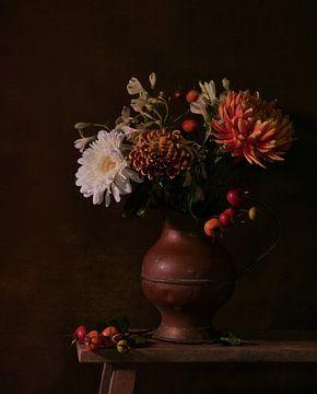 Herbstliches Stilleben mit Blumen von Odette Kleeblatt