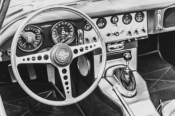 Jaguar E-Type Dashboard in schwarz-weiß von Sjoerd van der Wal