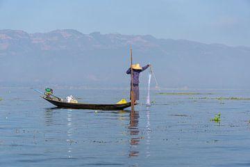 Visser, Inlemeer, Myanmar van Annemarie Arensen