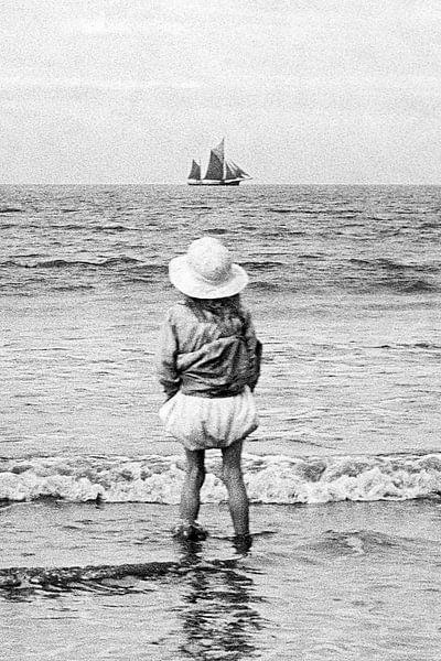 Zeilschip in zicht jaren '20 van Timeview Vintage Images