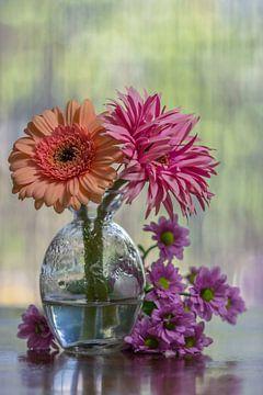 Modernes Blumenstillleben von John van de Gazelle