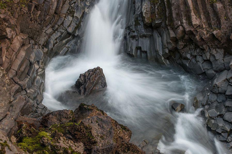 Klukkufoss in west IJsland II van Gerry van Roosmalen