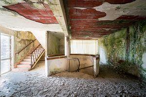 Verlaten Trap in Ziekenhuis. van Roman Robroek