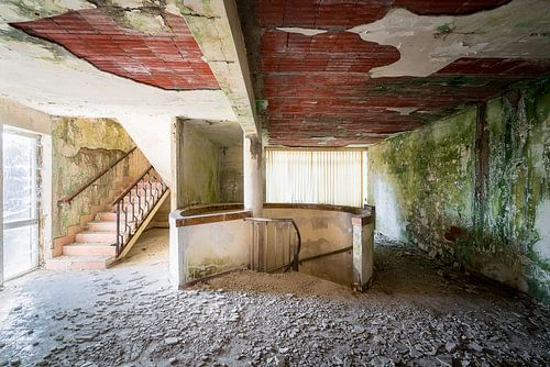 Verlassene Treppe im Krankenhaus.