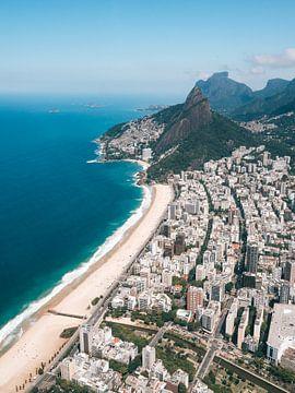 Blick vom Hubschrauber auf die Küste und Strände von Rio de Janeiro Ipanema und Leblon von Michiel Dros