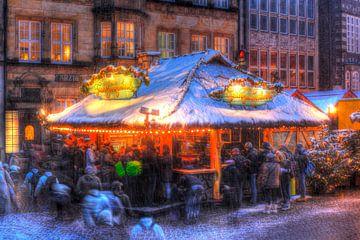 Besneeuwde glühweinkraam op de kerstmarkt bij Abendd�mmerung, Bremen, Duitsland van Torsten Krüger
