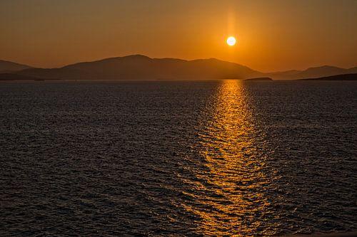 Zonsopgang in Griekenland van Miranda van Hulst