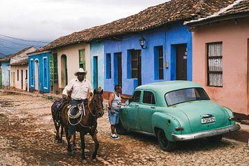 Reiten auf kubanischen Pferden und Oldtimern durch die Straßen von Trinidad de Cuba