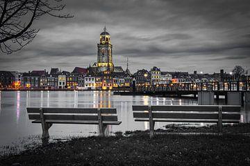 De Deventer skyline gezien vanaf de bank in zwart-wit van Jaimy Leemburg Photography