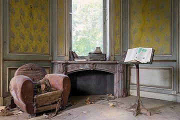 Un coin douillet dans une villa abandonnée sur Kristof Ven