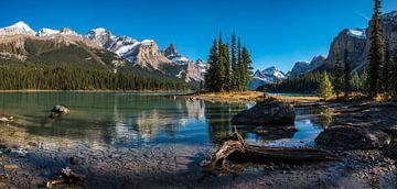 Maligne Lake en Spirit Island van Fotografie door Menno