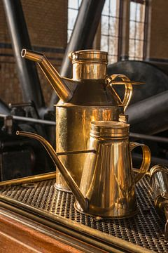 old copper oil cans van Compuinfoto .