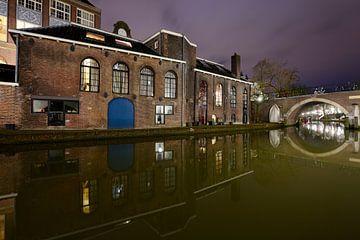 Voormalige bierbrouwerij De Boog aan de Oudegracht in Utrecht sur Donker Utrecht