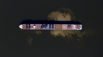 Cruise schip op het ijsselmeer van Bram Oostdijk