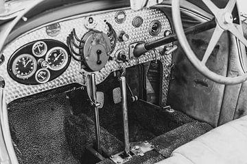 Tableau de bord Bugatti Type 43 en noir et blanc pour voiture de sport classique sur Sjoerd van der Wal