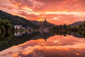 Sunset in Cochem van Ilya Korzelius