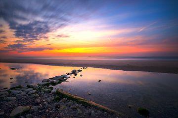 Zonsondergang bij  Escalles in Frankrijk van Truus Nijland