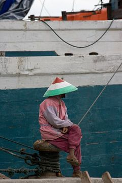 Visser in de haven van Jakarta op Java. van Blijvanreizen.nl Webshop