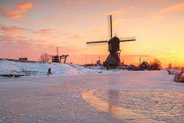 Winter in Kinderdijk von Ilya Korzelius