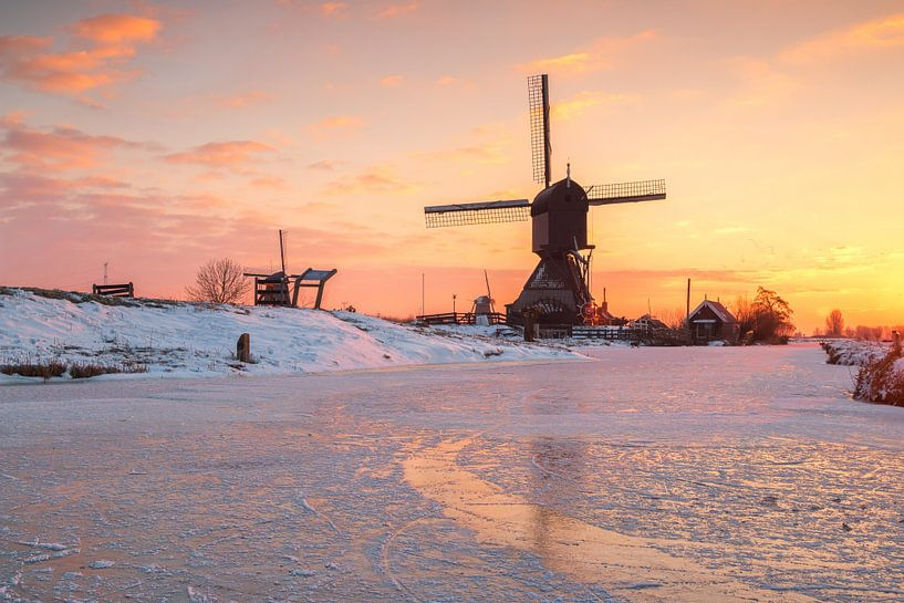 Winter in Kinderdijk van Ilya Korzelius