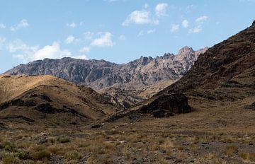 Iran: Landschap tussen Kashan en Abyaneh van Maarten Verhees