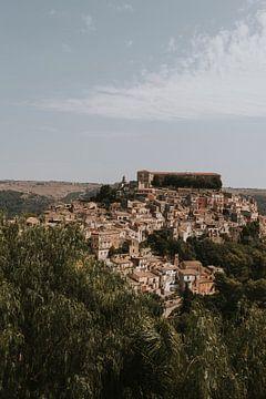 Blick über die Altstadt von Ragusa, Sizilien Italien von Manon Visser