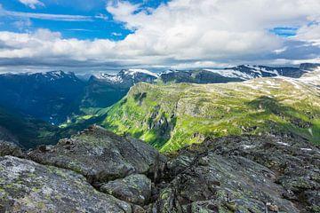 Blick vom Berg Dalsnibba in Norwegen von Rico Ködder