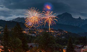 Feuerwerk, Villars-sur-Ollon, Waadt, Schweiz von Rene van der Meer