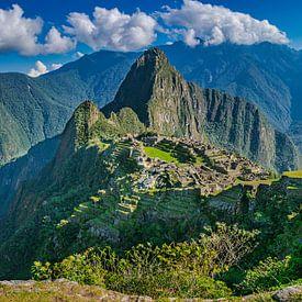 Prachtig panorama van de verborgen stad, Machu Picchu van Rietje Bulthuis