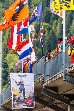 Max Verstappen vlaggen tijdens de Grand-Prix van Oostenrijk 2017
