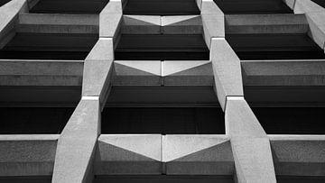 Schwarze weiße Gebäudearchitekturgeraden von Dorus Marchal