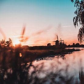 Molendriegang bij Zonsondergang van Chris Koekenberg