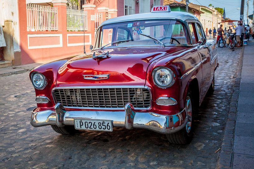 Oldtimer klassieke auto in centrum van Havana Cuba. One2expose Wout Kok Photography.  van Wout Kok