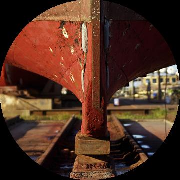 Houten boot, geplaatst op Kiel van Norbert Sülzner