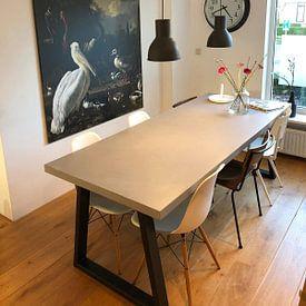 Photo de nos clients: Een pelikaan en ander gevogelte bij een waterbassin, 'Het drijvend veertje' sur Schilders Gilde, sur toile