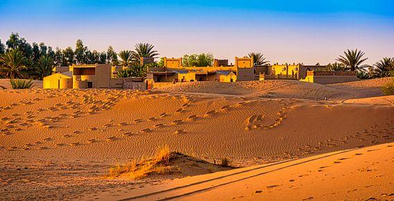 Kasba in de avondzon, Marokko