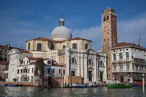 Alte Gebäude und Kirche am Kanal im alten Zentrum von Venedig, Italien