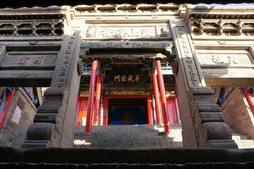 Bearbeitetes Steintor im buddhistischen Tempel von Ben Nijhoff